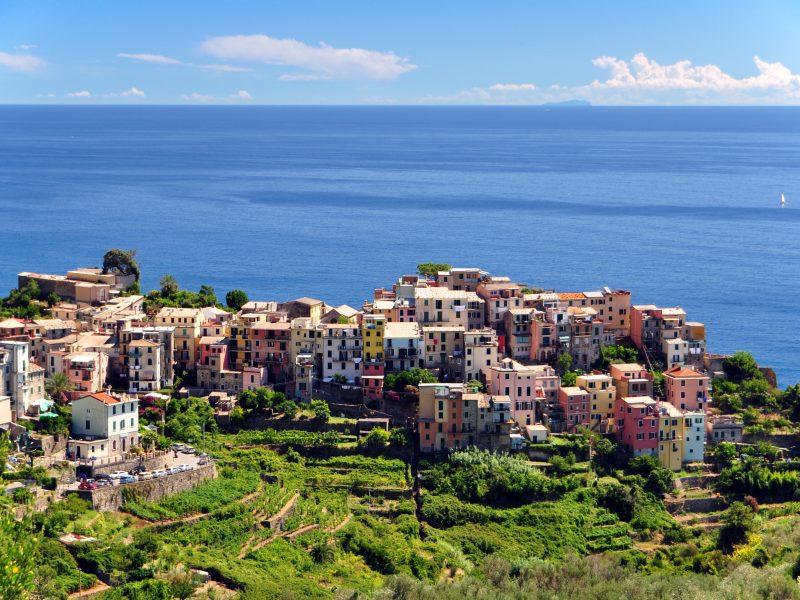 Bloemenrivièra stad uitzicht op zee
