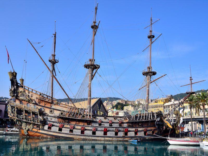 Bloemenrivièra stad piratenschip