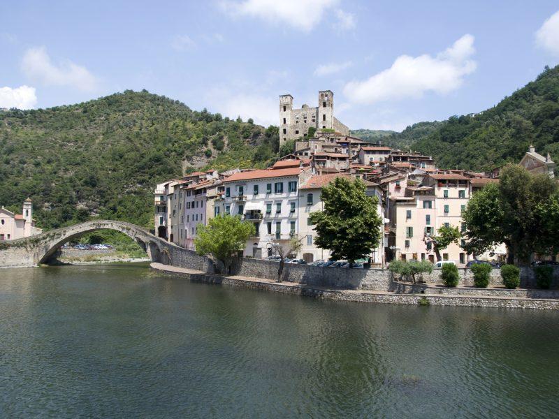 Bloemenrivièra brug kasteel water