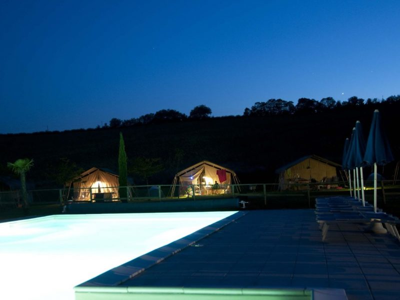 Tenuta Tredici Ulivi zwembad avond safaritenten