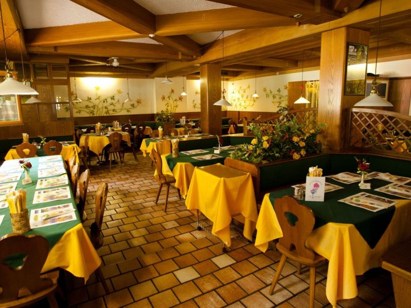 Dolomiti Camping Village restaurant binnen