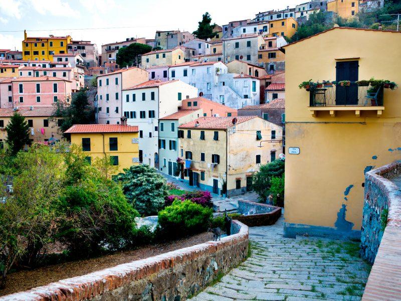 Elba kleurrijke huizen