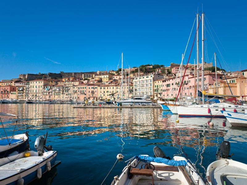 Elba stad haven vissen