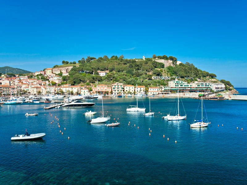 Elba stad vissersbootjes