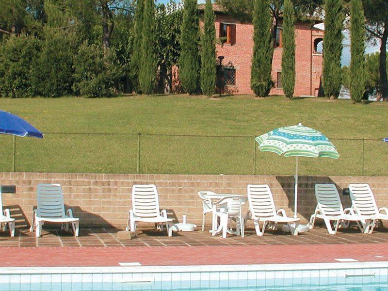 Fattoria il Musarone agriturismo zwembad ligstoelen