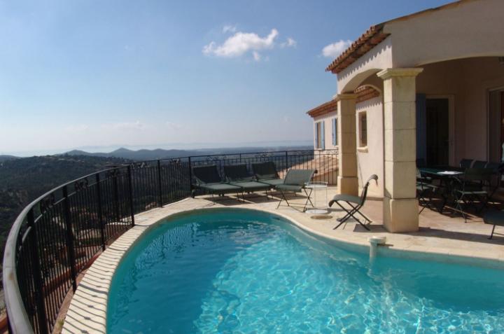 Vakantiehuis met zwembad uitzicht