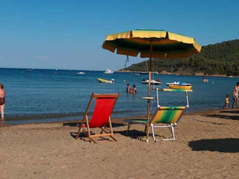 Villa Franca zee strand ligstoelen