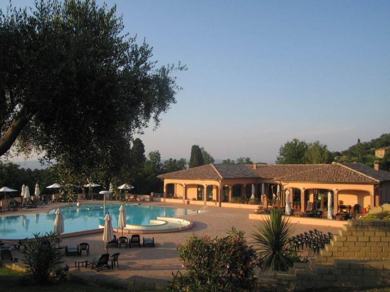 Villagio Oasimaremma zwembad hoofdgebouw