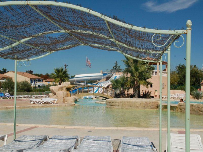 Le Clos des Oliviers zwembad glijbaan overkapping