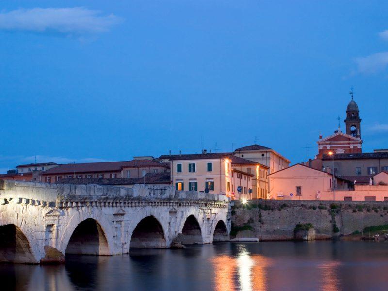 Marche stad brug rivier