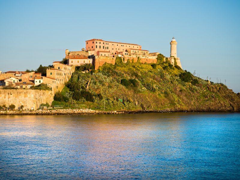 Elba kasteel op eiland