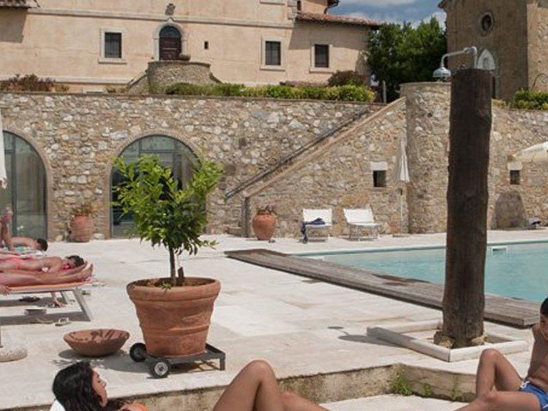 Tenuta Decimo lounge zwembad ligstoelen