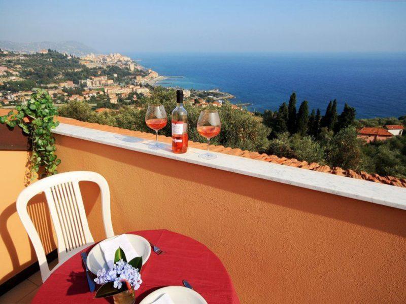 Residence Villa Chiara vakantiewoning uitzicht op zee