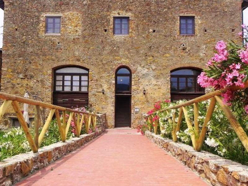 Antico Borgo Casalappi agriturismo entree