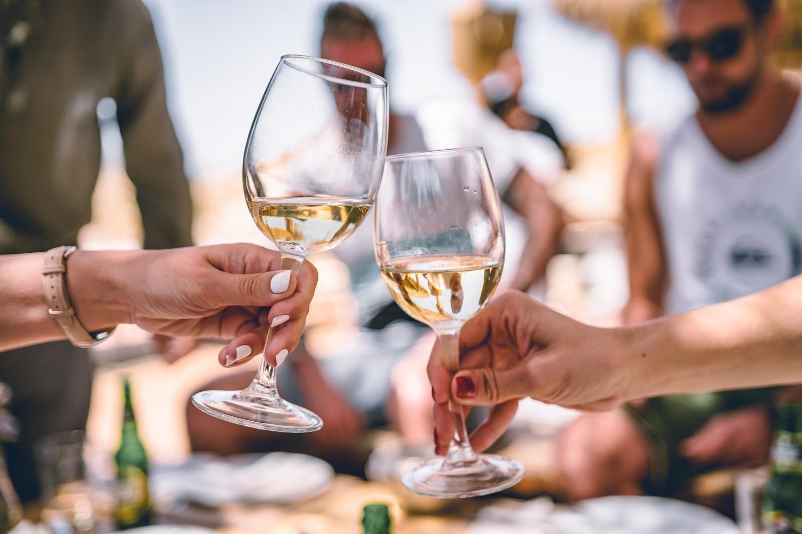 Wijn proeven tijdens een culinarie stedentrip in Italië